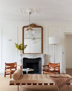 "Vintage Decor Living Room This Décor ""Mistake"" Makes All French-Girl Homes Look Insanely Cool via - We chatted with talented French interior designer Betsy Kasha on what makes a French girl's home look so insanely cool. Read her Parisian décor tips. French Living Rooms, French Country Living Room, Living Spaces, Chic Apartment Decor, Design Apartment, Paris Apartment Interiors, Apartment Therapy, Living Room Designs, Living Room Decor"