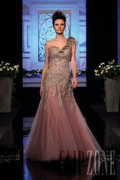 Randa Salamoun - Couture - Fall-winter 2009-2010 - http://en.flip-zone.com/fashion/couture-1/independant-designers/randa-salamoun-1031