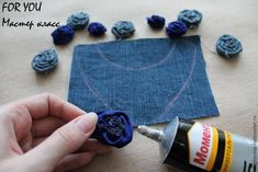 Collar con flores de jeans paso a paso. Reciclamos con estilo. ~ Flores hechas a mano Fabric Jewelry, Diy Jewelry, Vintage Jewelry, Fashion Diva Design, Denim Crafts, Necklace Tutorial, Crochet Handbags, Homemade Jewelry, African Jewelry