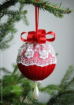 mon petit studio: Christmas ornament (no info; made with narrow ribbon wrapped around ball and lace)