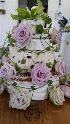 Roses & Passion flower wedding cake decoration