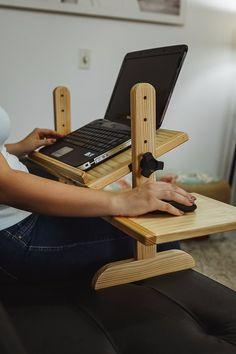 Wood Shop Projects, Diy Furniture Projects, Woodworking Projects Diy, Woodworking Plans, Diy Projects, Diy Laptop Stand, Homer Decor, Diy Desk, Wooden Diy