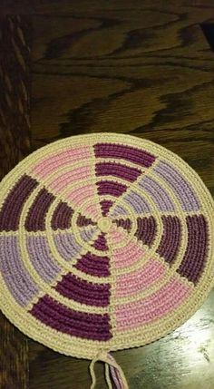 Lindo Tapestry Crochet Patterns, Crochet Stitches, Bead Crochet, Diy Crochet, Mochila Crochet, Tapestry Bag, Crochet Pillow, Knitted Bags, Loom Beading