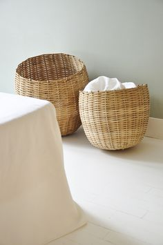 basil green pencil: Holiday Spirit by Bel Ordinaire Baskets On Wall, Wicker Baskets, Laundry Baskets, Bamboo Basket, French Baskets, Living Styles, Basket Decoration, Elegant Homes, Simple House