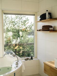 Åland / Havsvidden / Noora&Noora nooraandnoora.com Honeymoon Ideas, Finland, How To Memorize Things, Bathtub, Windows, Bathroom, Blog, Home, Standing Bath