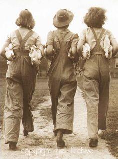HIGH RESOLUTION IMAGE. 1940s-FASHION-3-land-girls.