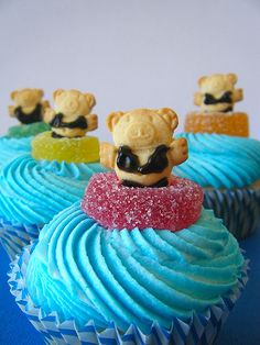 pool party theme cupcakes - minus the swimsuits (teddy grahams are just too small to add them I think...) these are adorable!
