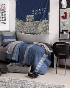 cozy and fun dorm room decor ideas for guys - topdesignideas Guy Dorm Rooms, Dorm Room Walls, Cool Dorm Rooms, Boy Rooms, Girl Bedrooms, Guys College Apartment, College Dorm Rooms, Mens Room Decor, Cool Room Decor