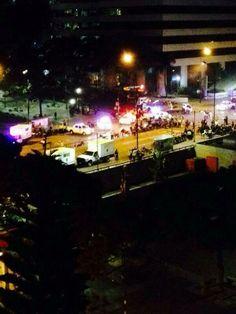 Anonymous Venezuela @AnonymousVene10  17 min Altamira, a la altura de la Plaza Francia tomada por los efectivos de la GNB y la PNB a las 9:13 pm Via @wea_juanp pic.twitter.com/mIAes0LMwg