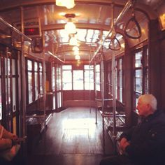 Eski tarz tramwaylardan biri