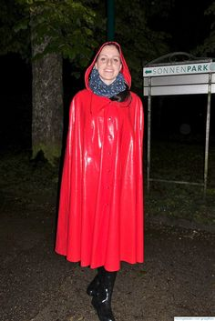 Nachts im Sonnenpark . Girls Wear, Women Wear, Rain Cape, Capes & Ponchos, Rain Suit, Pvc Raincoat, Rain Wear, Girls In Love, Lady In Red