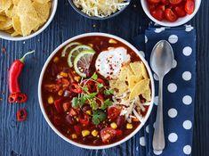 VEGETARISK TACOSUPPE Chorizo, Chana Masala, Chili, Lunch, Cookies, Ethnic Recipes, Soups, Beef Bourguignon, Cilantro