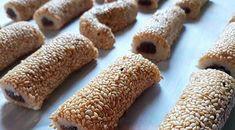طريقة عمل كعك اليانسون - زاكي Sweets Recipes, Bread Recipes, Cake Recipes, Arabic Sweets, Arabic Food, Boiled Egg Diet, Boiled Eggs, Arabic Bread, Lebanese Desserts