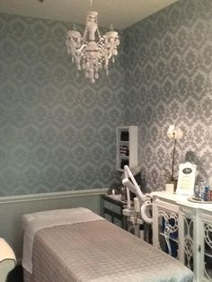 Kelly Reynolds Skin Studio - Salon Republic . 8383 Wilshire Blvd, Studio 34 . Beverly Hills . CA 90211|| day spa || massage therapy room || esthetician room || aesthetician room || esthetics || skin care || body waxing || hair removal || body scrub || body treatment room