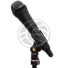 """Pinza para micrófono universal. Se trata del soporte que sujeta el micrófono a la peana. Dispone de conector universal de 5/8"""" para la fijación a la peana. Permite la orientación del micrófono. modelo que sujeta el micrófono pasándolo a través del cilindro ajustable. Diámetro de micrófono: 24mm a 28mm."""