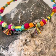 """Verspielter, farbenfroher Boho Armreif aus Memory Wire mit Glasperlen und kleinen Quasten.  Memory Wire ist ein Draht der immer seine Formbehält. Der Armreif lässt sich durch """"umwickeln"""" des Handgelenks anziehen.  Durchmesser: 6 cm  CHF 19.- Versand möglich  #schmuck #jewelry #bangles #armreif #boho #bohochic #bohemian #fashion #style #californiastyle  #unikat #unique #thecraftycrab #craftycrabcrafts #handmade #handgemacht #swissmade #love #lovehandmade #buyhandmade #beautiful Bohemian Fashion, Boho, Tassel Necklace, Beaded Bracelets, Beautiful, Jewelry, Instagram, Wrap Around, Glass Beads"""