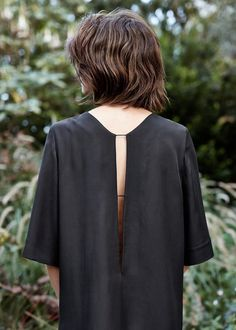 PREMIUM - Cut-out detail dress. Fashion details of clothes. Mode Style, Style Me, Style Hair, Style Outfits, Tomboy Outfits, Street Style, Minimal Fashion, Classic Fashion, Feminine Fashion