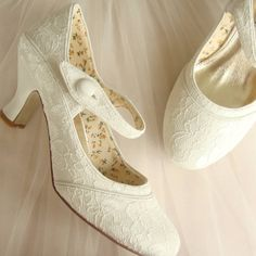 Stunning White Lace Wedding Low Heel Shoes | Trends4Ever.Com