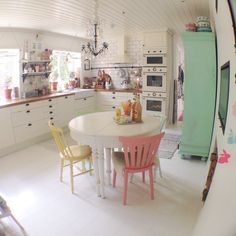 Cottage country kitchen with pink and green accents Cosy Kitchen, Galley Style Kitchen, Happy Kitchen, Ikea Kitchen, Country Kitchen, Kitchen Interior, Kitchen Dining, Kitchen Mixer, Dining Room