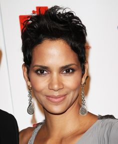 Halle Berrys short and sassy hairstyle!