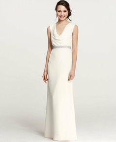 Robe de mariée avec ceinture argentée