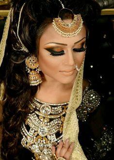 By Naeem khan make up artist