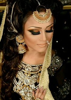 By Naeem khan make up artist