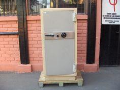 Caja de Fondos Bash / Antifuego / con Llave y Clave / Usada / 38 – ChileRemates.cl http://www.chileremates.cl/varios/cajas-de-seguridad-usadas/
