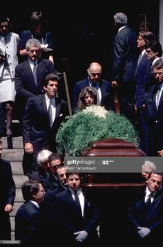 Funeral of Jacqueline Onassis Kennedy on Park Avenue, New York, New. News Photo Jackie Kennedy Pink Suit, Caroline Kennedy, Jacqueline Kennedy Onassis, Les Kennedy, John Kennedy Jr, Jfk Jr, Familia Kennedy, Jaqueline Kennedy, John Junior