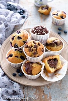 Muffin allo yogurt: 5 varianti diverse con un solo impasto! Plum Cake, Sweet Recipes, Cake Recipes, Breakfast Dessert, Nutella, Food To Make, Muffins, Food And Drink, Yummy Food