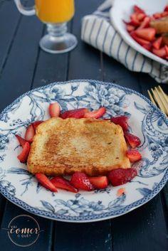 French Toast de Doce de Leite com Morangos | https://vaicomeroque.com.br/frenchtoast/