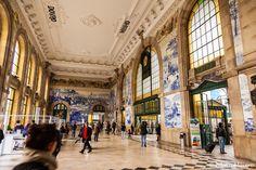 Saguão da estação São Bento, com seus paineis de azulejos