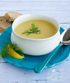 Enginar, yazın tazeyken tadını çıkarmamız gereken enfes sebzelerden biridir. Salatası, yemeği, çorbası kısacası her şeyi çok lezzetli oluyor. Yaz sofralarınızdan eksik etmemeniz gereken sağlıklı ve şifa kaynağı bir sebzedir.Enginarla yapabileceğiniz leziz bir çorba tarifi paylaşacağız sizlerle… Bu çorbayla hem içinizi ısınacak, hem mideniz rahatlayacak, hem de bağışıklık sisteminiz kuvvetlenecek. Sağlıklı şeylerin de fazlasıyla lezzetli olabileceğini … Recipe Mix, Iftar, Food Blogs, Everyday Food, Soup And Salad, Cheeseburger Chowder, Mashed Potatoes, Beverages, Fruit