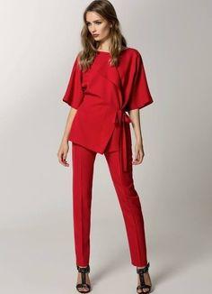 Женский красный брючный костюм – модный выбор современной успешной девушки.