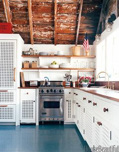 I love farmhouse style!!! my dream is to convert a barn into my home...