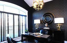 С помощью дизайнера Тима Лама вы узнаете, как создать стильный и продуманный интерьер домашнего кабинета для настоящего мужчины.
