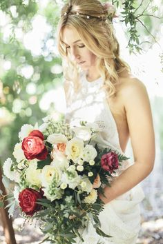 Romantic red bridal bouquet ⎪ Tina Shawal Photography ⎪ see more on: http://burnettsboards.com/2015/04/island-inspired-bohemian-wedding/