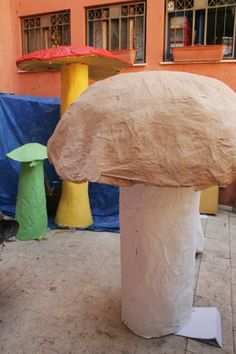 Can't have an Alice in Wonderland wedding without giant mushrooms Alice In Wonderland Mushroom, Alice In Wonderland Decorations, Alice In Wonderland Tea Party, Mad Hatter Party, Mad Hatter Tea, Giant Mushroom, Mushroom Tea, Fairy Tales, Stuffed Mushrooms