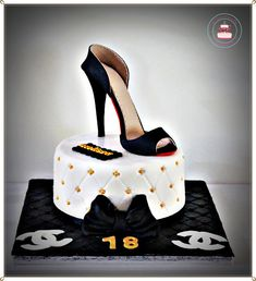 LES DOUCEURS D'EMA ET TOM: Gâteau Chanel et escarpin