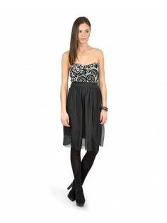 Tu seras la plus belle au bal quand tu porteras cette robe bustier en velours! Disponible chez Ardène au Carrefour Frontenac.