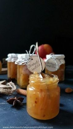 Baked apple jam with caramel- Bratapfel- Konfitüre mit Karamell Baked apple jam with caramel - Cupcake Recipes, Baking Recipes, Snack Recipes, Chutneys, Apple Jam, Kneading Dough, Diy Snacks, Pumpkin Spice Cupcakes, Vegetable Drinks
