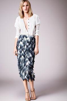 Apruebo este outfit para toda mujer trabajadora. Se ve effortless pero super a la moda. Me encantó esa falda y el cardigan nunca esta de mas.