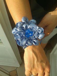 fiore di raso con perle