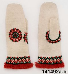 Nalbound mittens (woman's mittens), Sorunda, Sweden. Unused. Probably made by Greta Persson in 1922. Length 24 cm.