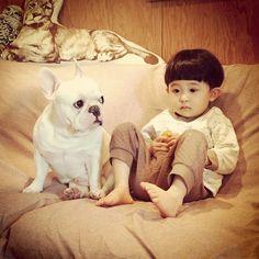 【理想の息子とペット】「ムーとたすく」の最強にかわいいコンビ写真