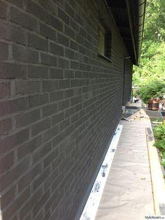 Black Brick, House Extensions, Concrete, Brick Houses, Villa, Fences, Architecture, Interiors, Picket Fences