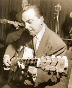 Django Reinhardt, uno de los mejores guitarristas de todos los tiempos.