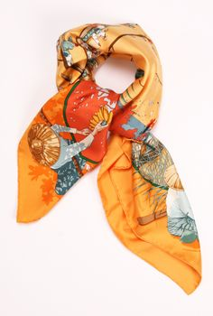 A fun and/or unique scarf can go a long way to spice up my normally minimalist mode | Hermès Vintage Scarf