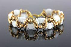 Beaded bracelet with crescent, nib-bit and two hole bars https://www.sashe.sk/kacenkag/detail/mesacna-vlnka-zlata