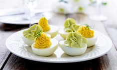 Ouă umplute în 6 rețete - simple, cu pate de ficat, pastă de pește, brânză, avocado sau fără maioneză | Savori Urbane Avocado Mousse, Easter Snacks, Panna Cotta, Eggs, Pudding, Cheese, Ethnic Recipes, Desserts, Consulting Logo